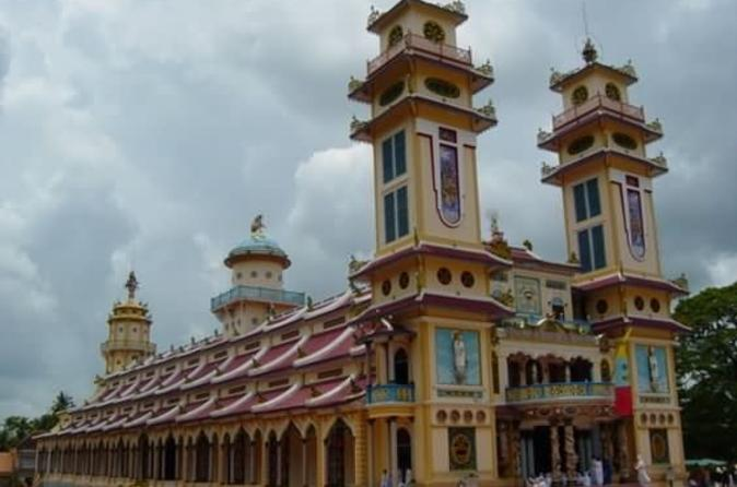 Small-group-day-trip-to-cao-dai-temple-and-cu-chi-tunnels-from-ho-chi-in-ho-chi-minh-city-113436