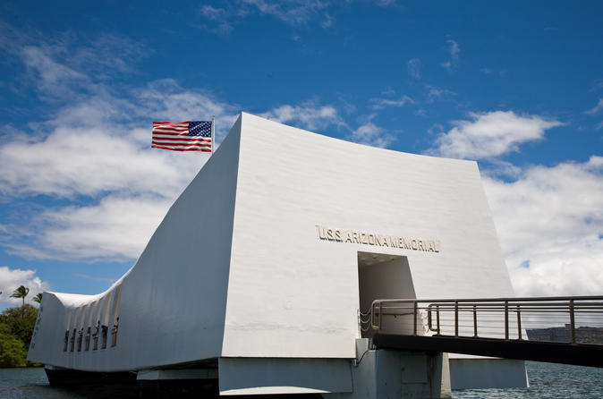 Deluxe Pearl Harbor Tour Including USS Arizona and Honolulu City Tour