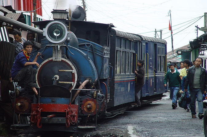6-Day Private Tour to Gangtok and Darjeeling from Kolkata Including Train Ride in Ghum