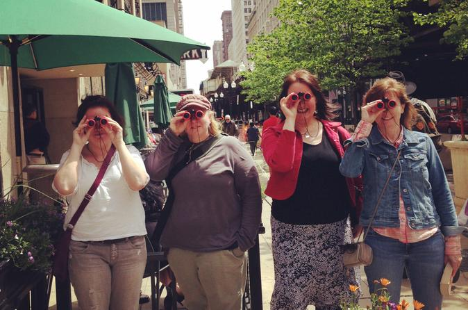 Chicago-architecture-walking-tour-with-binoculars-in-chicago-160205