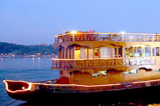 Private Tour: Goa by Night Including Mandovi River Cruise and Dinner