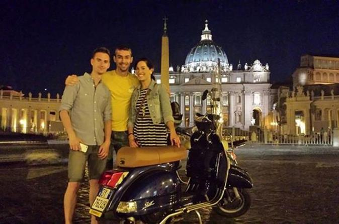 Rome-vespa-tour-city-highlights-by-night-in-rome-150276