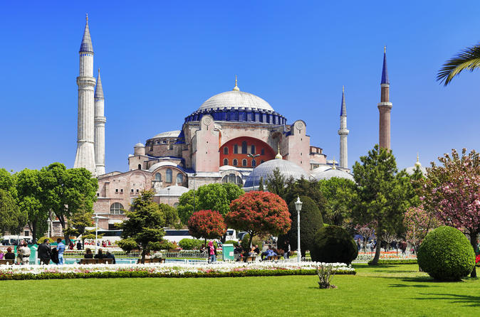 Small-group-istanbul-walking-tour-hagia-sophia-museum-and-the-blue-in-istanbul-121195