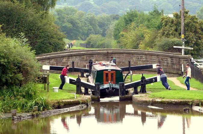 3-day-narrowboat-escape-to-the-cheshire-countryside-in-manchester-144777