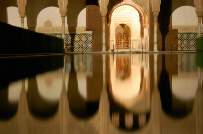 Guided Night Alhambra Tour with Nazrid Palaces