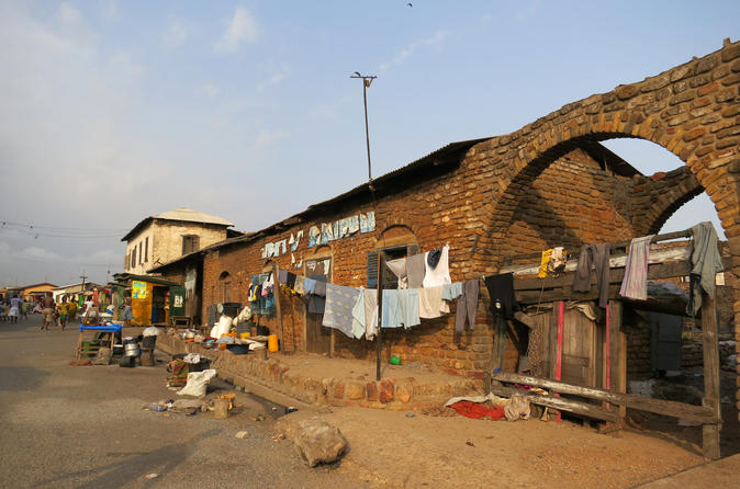 Accra Slavery Museums and Forts Walking Tour with Admission