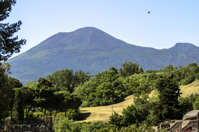 Sorrento Super Saver: Amalfi Coast Day Trip plus Mt Vesuvius Tour