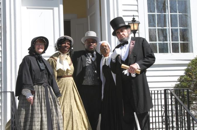 Niagara Falls USA Underground Railroad Heritage Re-enactment Tour with Shopping