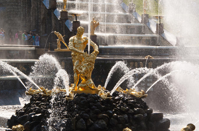 St.Petersburg Private Shore Excursion: Visa-Free 2 Day All-Highlights Tour with Grand Palace of Peterhof