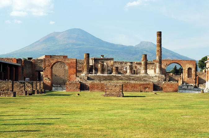 Pompeii and Vesuvius Bus Tour from Sorrento