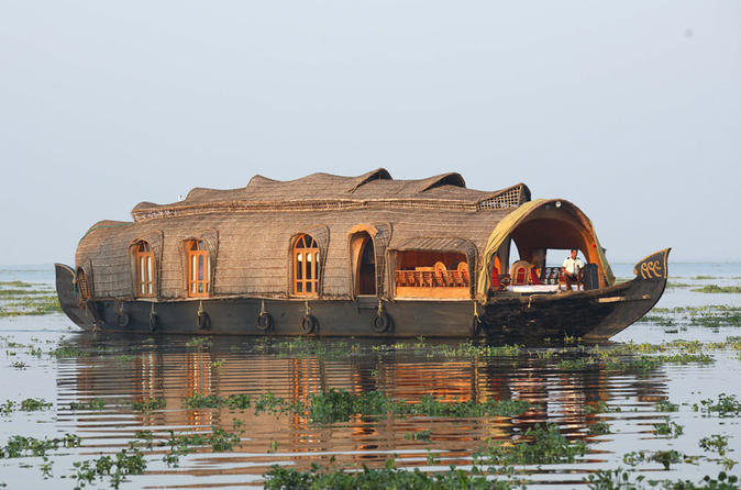 Private Day Tour to Ravi Karunakaran Museum and Coir Factory with an Alleppey Backwater Day Cruise