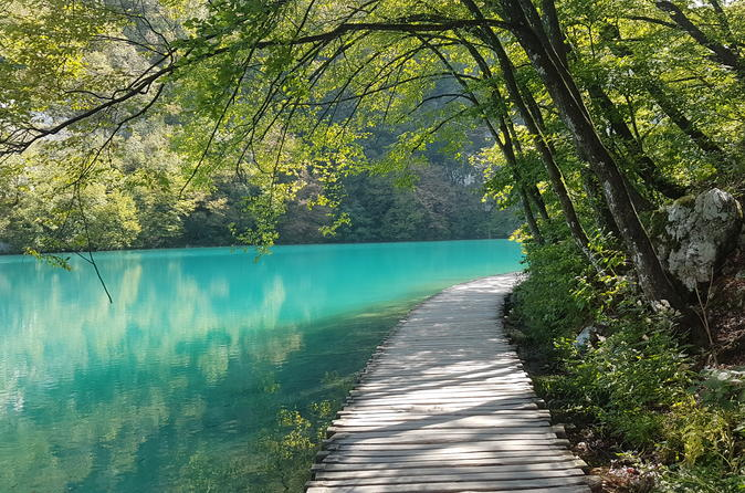 PRIVATE TOUR:Discover numerous waterfalls and 16 Lakes of Plitvice National Park