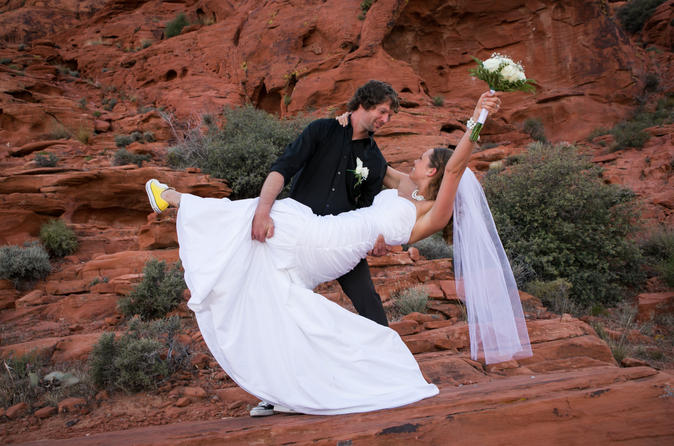 Boda en destino: ceremonia en el cañón Red Rock