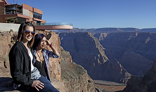https://cache-graphicslib.viator.com/graphicslib//mm/DSN-2202 Q1 Homepage Middle Grand Canyon_149709_1.jpg