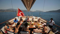 2-Hour Bosphorus Yacht Cruise with Transfers
