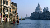 Skip the Line: Morning Venice Gondola Ride and Walking Tour with St Marks B