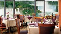 Luxury Coach Tour of Niagara Falls with Lunch and Hornblower Cruise from Toronto
