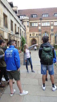 Combo ticket: Punting and Walking Tour in Cambridge