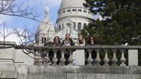 Professional Photo Shoot Tour in Paris' Montmartre