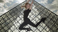 Professional Photo Shoot Walking Tour in the Center of Paris