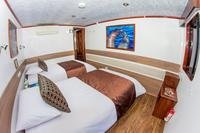 Galapagos Islands Cruise: 5-Day Tour from San Cristobal Aboard the 'San Jose'