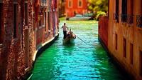 30-Minute Proposal Gondola Ride in Venice with Hotel Pickup