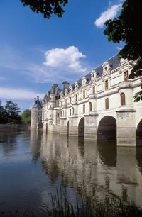 Loire Valley Castles Tour from Paris with Chambord, Cheverny, and Chenonceau