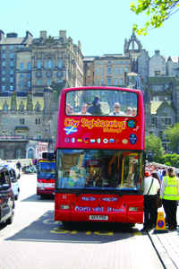 See Edinburgh's sights by hop-on hop-off bus