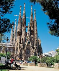 La Sagrada Familia and Skip-the-Line Entry to Park Guell