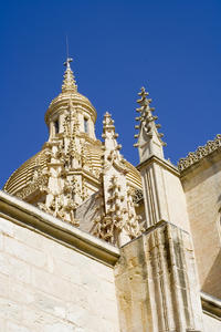Pedraza and Segovia Tour with Cathedral and Alcazar Entrance from Madrid