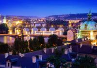 Praga por la noche