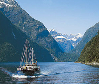 Milford Sound Full-Day Tour from Queenstown including Helicopter Flight*
