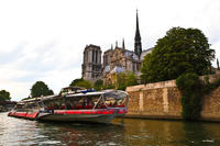 Bateaux-Mouches 3-Hour Seine River Cruise Including Dinner and Live Music