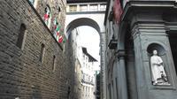 Palazzo Vecchio and Uffizi Gallery Tour Via the Vasari Corridor Overpass