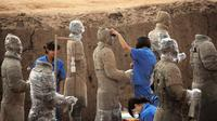 Private Classic Xian Day Tour including Terracotta Warriors, Cave Dweller and Muslim Food Street