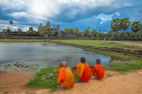 Angkor Temples Tour and Overnight Buddhist Monastery Stay