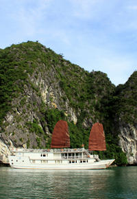 Ultimate Halong Bay: Seaplane and Overnight Junk Boat Cruise