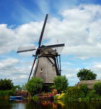 Amsterdam Super Saver: Zaanse Schans Windmills, Volendam and Marken Half-Day Tour plus Keukenhof Gardens Tour