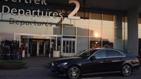 Private Arrival Transfer: Amsterdam Airport to The Hague Hotel Private Car Transfers