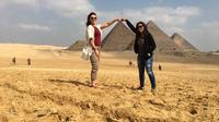 Cairo - Stopover private  tour from Cairo Airport to Giza pyramids and Egyptian msueum  include the pick up and drop off at the airport after the tour Private Car Transfers
