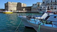 Walking tour in the wonderful Monopoli: Nice cosy Italian old town