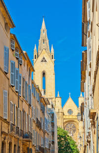 Marseille Shore Excursion: Private Tour of Aix-en-Provence and South Luberon Villages