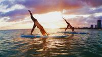 Paddleboard Yoga Class in Honolulu