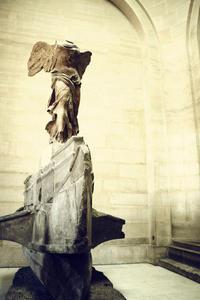 Skip the Line: Louvre Museum Walking Tour including Venus de Milo and Mona Lisa