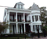 New Orleans Garden District Walking Tour: Mansions and Lafayette Cemetery