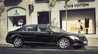 Private Arrival Transfer: Amsterdam Airport to Amsterdam City Center in Luxury Sedan Private Car Transfers