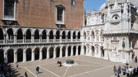 Ducal Venice: Skip-the-Line Doges Palace and Walking Tour