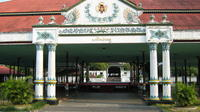 Private Tour: Full Day tour of Sultan Palace, Water Castle, Depok Beach Including Parangtritis Sunset