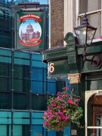 Pub Tour of London's West End: Trafalgar Square, Covent Garden and Soho