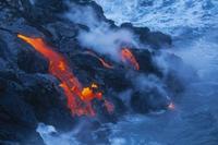 Volcanoes and Waterfall Extreme: 45-Minute Open-Door Volcanoes Helicopter Flight